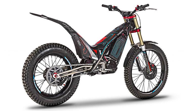 Imagen donde podemos apreciar el diseño y los diversos elementos de la parte trasera de la moto eléctrica de trial GasGas TXE.