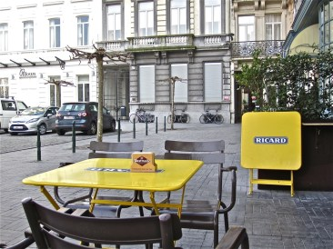 I loved these bright yellow tables.