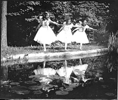 These girls were performing at the same fete. The house still exists and has been owned by the ROC (Taiwan) since 1947. Photo by National Photo Company.