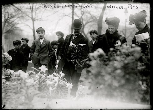 Vintage landscape/enclos*ure: buying Easter flowers, NYCity, 1908, via Library of Congress