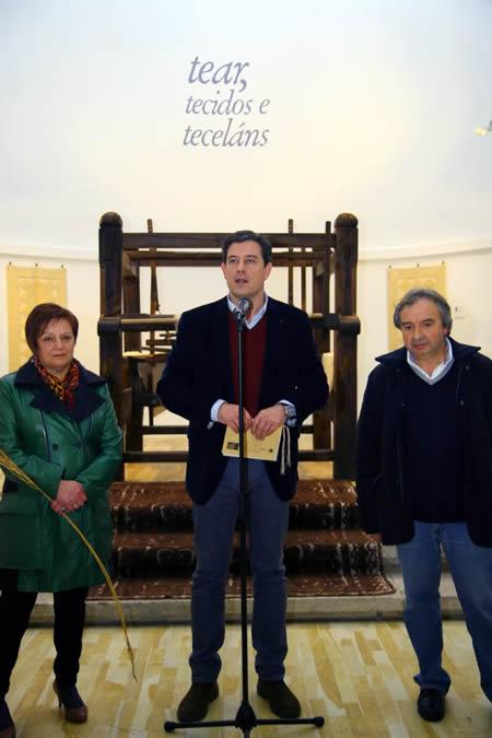 O presidente da Deputación de Lugo, José Ramón Gómez Besteiro, durante a presentación da exposición homenaxe ós teceláns lucenses. GPDL.