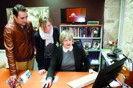 Os responsables do programa provincial Reacciona coas TIC visitaron a empresa chantadina Arias Lence, participante no programa, para coñecer a súa experiencia. GPDL.