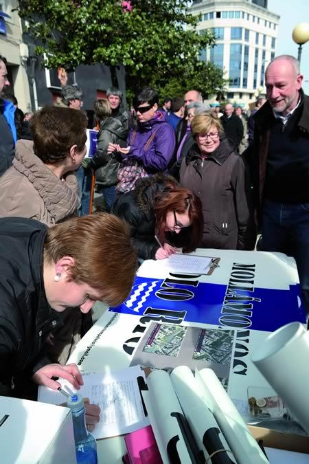 Moitos dos participantes apoiaron tamén coa súa sinatura as peticións desta Plataforma cidadá. EC