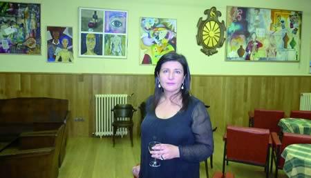 A artista luguesa Carmen Pardo expón durante todo o mes de abril a súa obra pictórica no Círculo Saviñao. (Foto cedida).