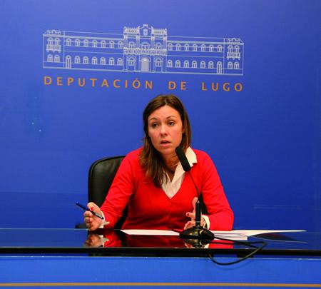 A deputada de Economía, Recadación e Facenda, Pilar García Porto, durante a súa intervención sobre as repercusións da suba do canon de Sogama nos concellos lucenses. GPDL.