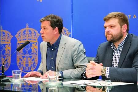 O presidente da Deputación de Lugo, José Ramón Gómez Besteiro, e o deputado de Cooperación e Asistencia ós Concellos, Álvaro Santos. GPDL.
