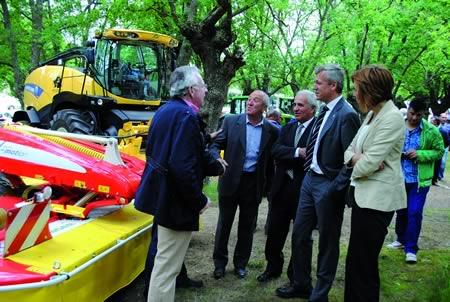 Autoridades provinciais e autonómicas visitaron o recinto da Festa de Primavera de O Páramo. GPDLT.