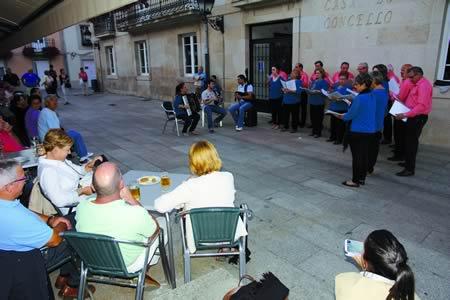 O programa Música no Camiño está a convertir os espazos públicos de Sarria en improvisados auditorios para a música máis nosa. Arquivo EC.