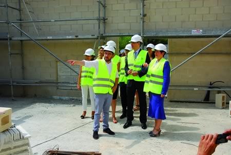 A conselleira de Sanidade e o titular de Economía e Industria visitaron as obras da caldeira de biomasa do Hospital de Monforte, o pasado 16 de xullo.  CSXG.