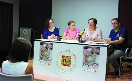 O xerente do Centro do Viño, José Ramón Martínez Mareque; a deputada de Deseño e Artesanía, Regina Polín; a concelleira de Cultura de Monforte, Pilar López; e a presidenta da Asociación de Artesáns Terra de Lemos, Mª José Vila, durante a presentación dos II Sábados Artesáns, o pasado 24 de xullo.EC