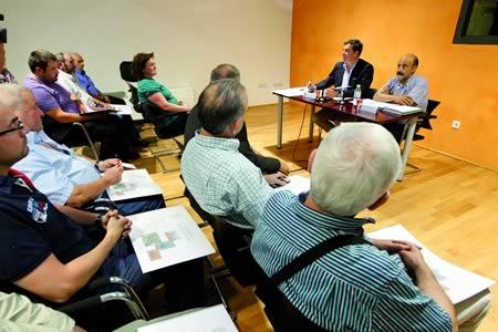 Un momento da presentación en Tor do Plan Integral para a reactivación desta finca, coa presencia do presidente da Deputación de Lugo, así como de responsables de diversas asociacións cinexéticas, agrícolas e apícolas. GPDL.