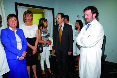 Visita da conselleira de Sanidade ó Hospital de Día de Oncoloxía de Monforte. (Foto cedida).