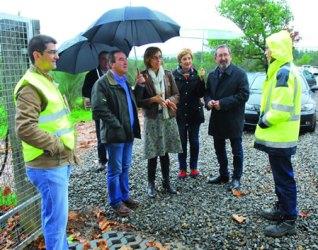 A delegada territorial da Xunta en Lugo, Raquel Arias, e o alcalde de Bóveda, José Manuel Arias, supervisaron os traballos de mellora da ETAP a comezos do mes de novembro.  GPDXL.