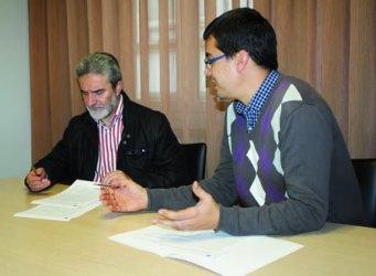 O deputado Mario Outeiro, en representación da Área de Deporte da Vicepresidencia primeira da Deputación, asinou o convenio co alcalde de Monforte, Severino Rodríguez, o 7 de novembro.  GPVDL.