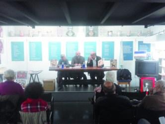 """Un momento da presentación, na Galería Sargadelos de Lugo, do número especial da publicación """"Terra e Tempo"""", que conmemora o 50º aniversario da UPG. (Foto cedida)."""