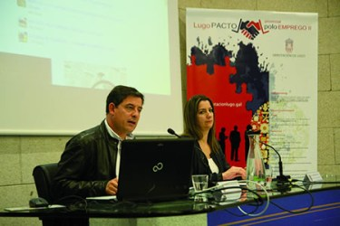 O presidente da Deputación de Lugo, José Ramón Gómez Besteiro, e a vicepresidenta segunda, Lara Méndez, durante a presentación do II Pacto Provincial polo Emprego. GPDL