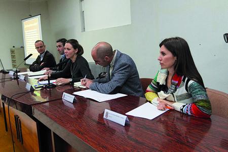 Administracións e empresas debatiron en Chantada sobre o sector da agricultura ecolóxica. (Foto cedida).