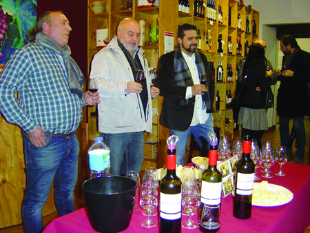 Un momento da presentación do viño Beterna, o novo tinto mencía de barrica da adega Finca Míllara, de Pantón. (Foto cedida).