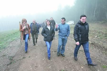 Visita da conselleira de Medio Rural, Rosa Quintana, á plantación de castiñeiros de Nogueira, en Anllo-Sober, acompañada pola delegada territorial da Xunta en Lugo, Raquel Arias, e os responsables da comunidade de montes de Nogueira. CMRM.