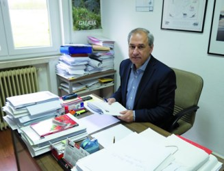 José Tomé Roca, candidato do PSdeG-PSOE á alcaldía de Monforte, no despacho da Escola de Capacitación Agraria onde desenvolve o seu traballo. EC.