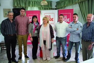 Mª del Carmen Macía co equipo que integra a renovada candidatura do PSdeG-PSOE á alcaldía de Bóveda.  (Foto cedida).