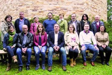 O alcalde de Bóveda e candidato do Partido Popular ás municipais, José Manuel Arias, xunto coas persoas que compoñen a candidatura que concurrirá ás eleccións de maio. (Foto cedida).