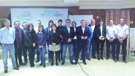 Os integrantes da candidatura do Partido Popular á alcaldía de Chantada, liderados por Javier Rodríguez Medela, na presentación da lista electoral, acompañados polo presidente do PP de Lugo, José Manuel Barreiro. (Foto cedida).
