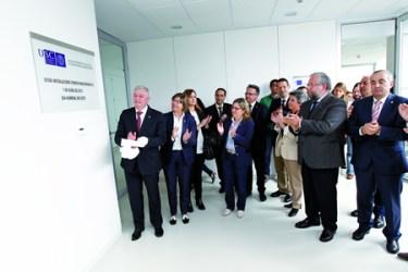 O rector da Universidade de Santiago de Compostela, Juan Viaño Rey, acompañado pola conselleira de Medio Rural e do Mar, Rosa Quintana, na inauguración da Aula de Produtos Lácteos no Campus de Lugo.  CMRM.