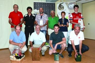 Foto de familia dos gañadores do VII Torneo Feira do Viño de Pantón de golf. (Foto cedida).