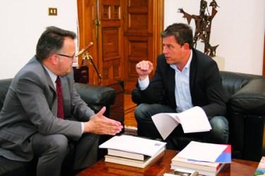 O presidente en funcións da Deputación de Lugo, e o vicerreitor do Campus de Lugo, na reunión mantida esta semana. GPDL.