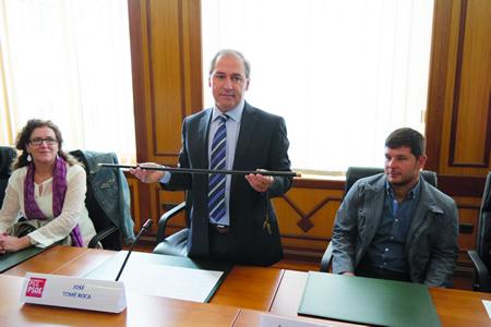 O socialista José Tomé Roca, co bastón de mando logo da toma de posesión como alcalde de Monforte, o pasado 13 de xuño. EC.