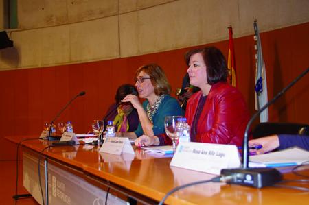 Arias e López Abella durante a reunión cos responsables e técnicos municipais de igualdade, en Lugo o 19 de outubro. GPVX.