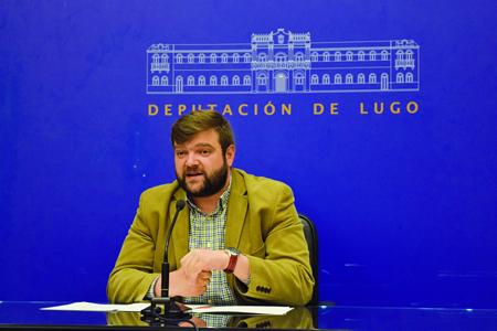 O deputado de Promoción Económica e Social, Álvaro Santos, durante a rolda de prensa na que presentou o servizo de Teleasistencia. GPDL