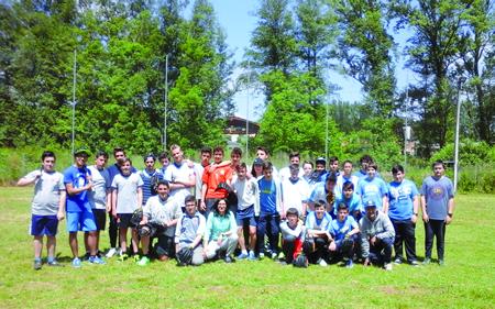 Os participantes no Campionato Escolar Intercentros de Béisbol de Sarria. (Foto cedida).