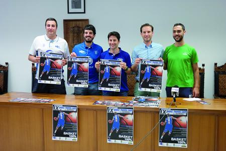 Presentación na Casa do Concello de Quiroga do IX Basket Training Camp, coa presenza do concelleiro de Deportes de Quiroga, Andrés Novoa, e os responsables do CB Ciudad de Ponferrada, organizadores do campus. EC.