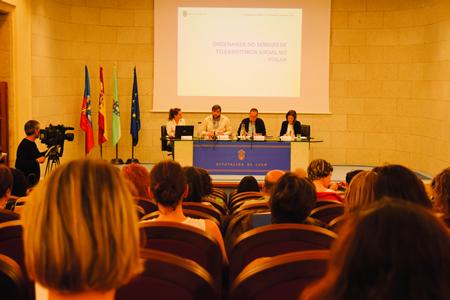 A reunión dos representantes do Goberno provincial e da oposición, alcaldes e traballadores sociais sobre a ordenanza de Teleasistencia celebrouse en Lugo o 15 de xuño. GPDL.