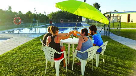 As festas nocturnas nas piscinas de Sober desenvolveranse dende as dez e media da noite ata as dúas e media da mañá. (Foto cedida).
