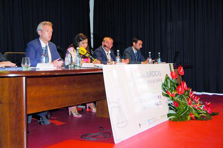 Imaxe da intervención inaugural das X Xornadas Xurídicas de Sarria, celebradas o 30 de setembro e o 1 de outubro.  GPXG.