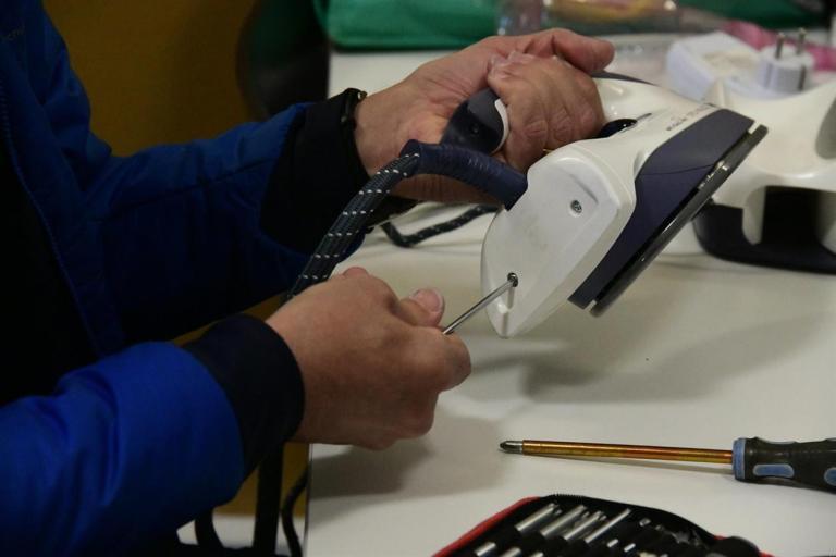 L'Ajuntament augmenta la freqüència del Dimecres Manetes per fomentar l'autoreparació d'aparells elèctrics i electrònics