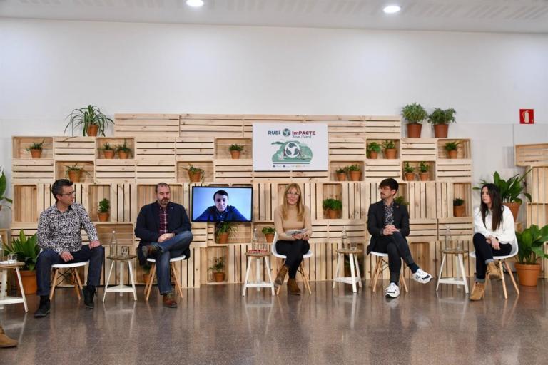 Joves i representants polítics contrasten idees en la segona sessió del Projecte ImPACTE Jove/Verd