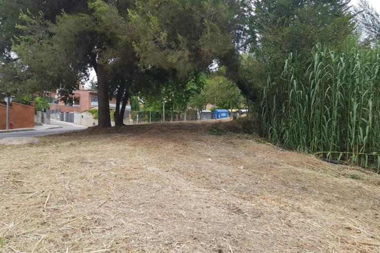 L'Ajuntament executa treballs de manteniment de franges perimetrals a les urbanitzacions