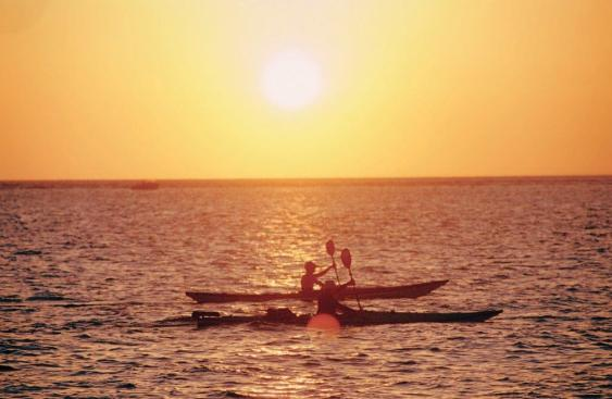 Recreation___Kayakers_with_sunset_SaUPgvZe2VFTlBw-29Qvg1q_cmyk_l