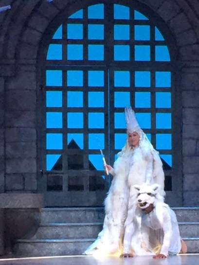 The White Queen (Tess Malis Kincaid) and her dog.