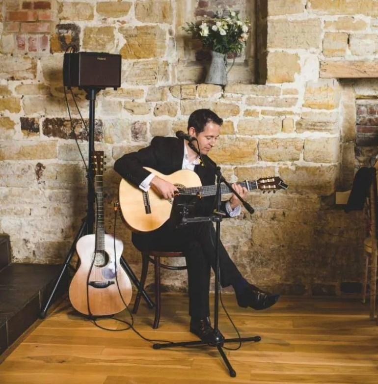 Tom Butterworth solo guitarist