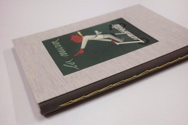 cuaderno de notas con cosido visto