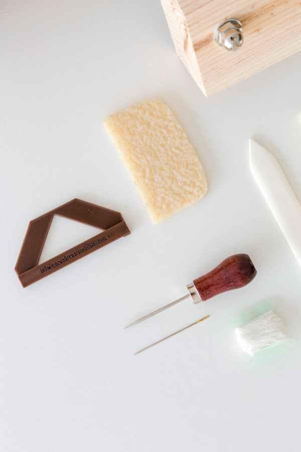 herramientas para encuadernaciones hechas a mano