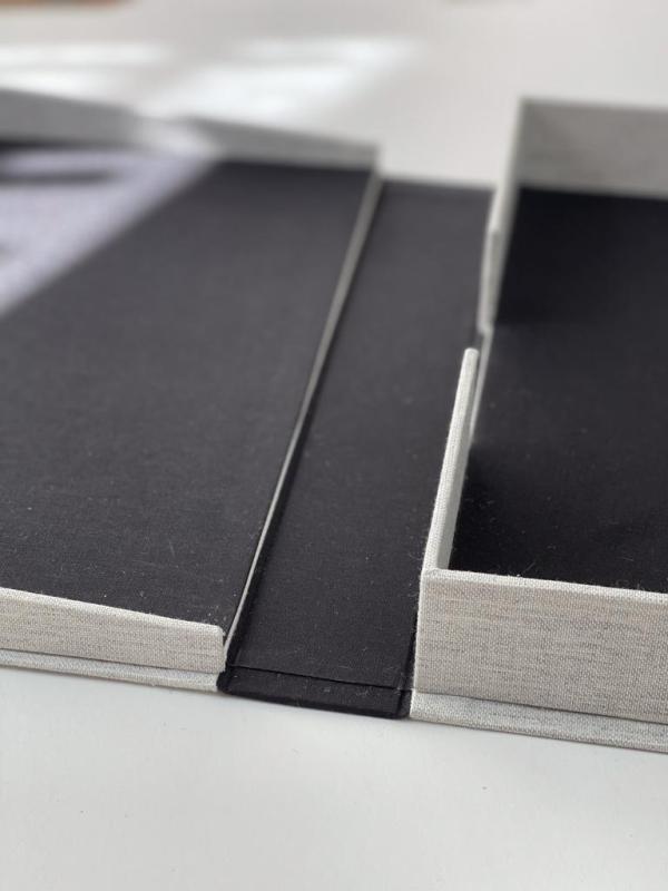 interior de tela negra caja clamshell