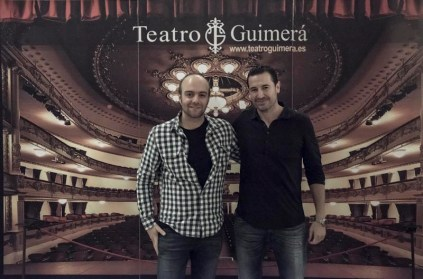 De izqda a dcha: Víctor Moreno, cineasta invitado; y Emilio Ramal Soriano, moderador de la sesión.