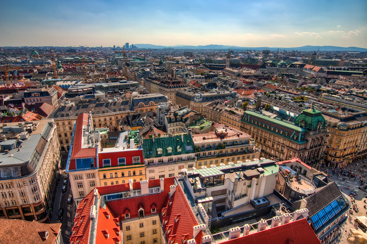"""These Are The 20 Most Livable Cities in the World in 2018, © <a href='https://www.flickr.com/photos/theodevil/4970314282'>Miroslav Petrasko [Flickr]</a>, bajo licencia <a href=""""https://creativecommons.org/licenses/by-nc-nd/2.0/"""">CC BY-NC-ND 2.0</a>. ImageViena, Austria"""