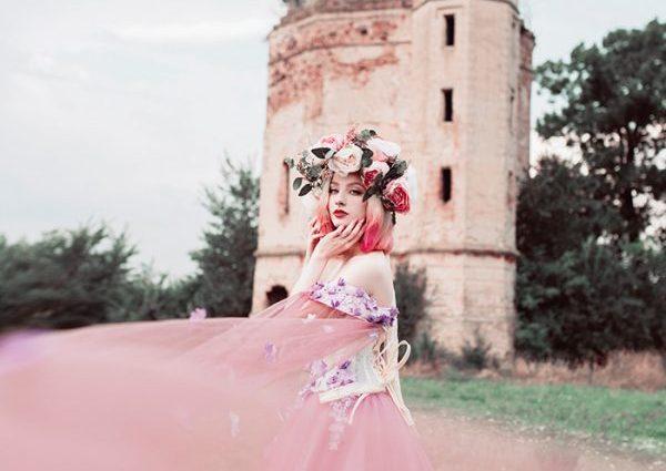 Castle-girl-photography-by-Jovana-Rikalo